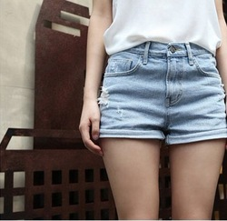 2013 Summer loose high waist denim shorts vintage roll-up hem lowing shorts female(China (Mainland))