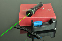Free shipping 100mW Focusable Green Laser Pointer, high light and able to burn matches(Hong Kong)