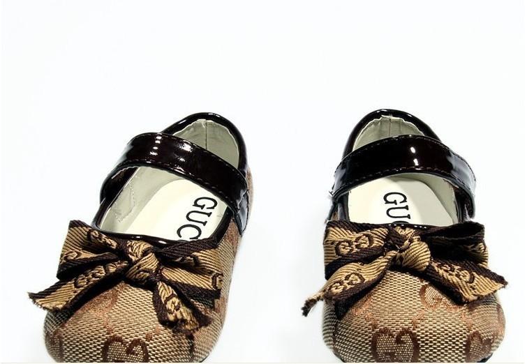 http://i00.i.aliimg.com/wsphoto/v0/759017344_6/2013-New-free-shipping-burberrg-childrens-shoes-Flats-Non-slip-shoes-sizes-20-30.jpg