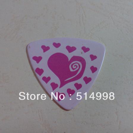 Cheapest celluoild guitar pick,triangle custom guitar picks,guitar parts(China (Mainland))