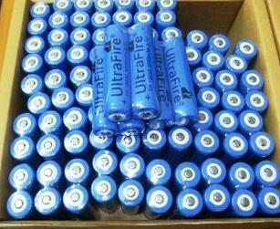 Free shipping 200PCS/LOT ultrafire Brand 18650 3.7V Rechargeable Battery 3000mAh for LED Flashlight, Laser pen.0521