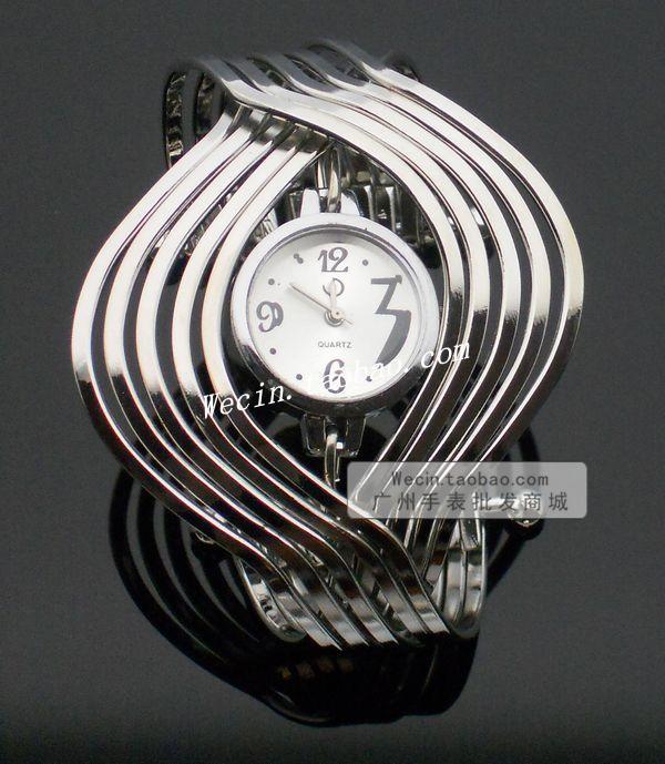 Modern lady quartz watch personality watches the trend fashion ladies watch bracelet watch fashion table(China (Mainland))