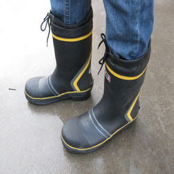 Free shipping new arrived Steel toe cap 2013 covering knee-high male boots water shoes rain shoes protective shoes fishing shoes(China (Mainland))