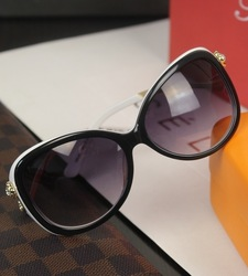 7 Brand 2013 new fashion Small women&#39;s sunglasses fashion sunglasses black and white two-color amazing celebrity fashion(China (Mainland))