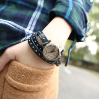 YIWU vintage small dial rivet long watchband type fashion bracelet watches ladies watch
