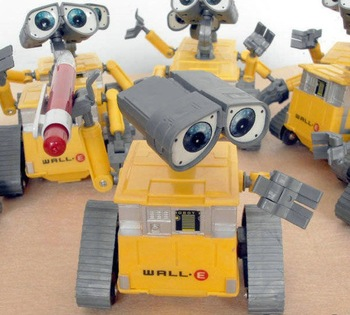 2014 new  Hight Quality plastic 3D WALL-E Toys Robot model for boy,12cm In Height , 2pc/lot