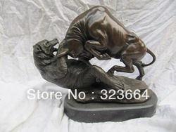 9&#39;&#39; classical bronze sculpture carvings a bear fight a ox statue(China (Mainland))