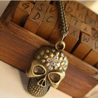 Min.order is $15 (mix order) Free Shipping Vintage  Skull Charms Set Auger  Women Necklace  XD016