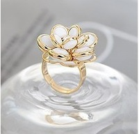 Min.order is $10(mix order) wholesale Exquisite beauty temperament Camellia ring opening 3038