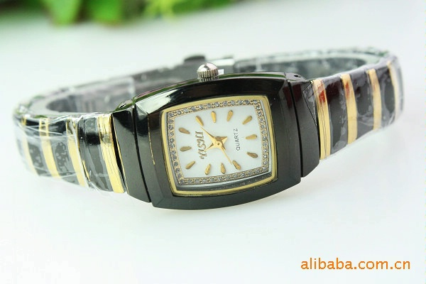 branded 2013wristwatch Ms. quartz watch gift , factory direct 131068(China (Mainland))