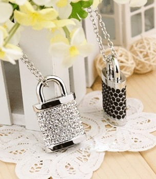 Wholesale necklace jewellery 8 GB 2GB 4GB 8GB 16GB 32GB USB Lock Crystal Flash Memory Drive Stick ispread free shipping