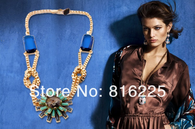 FREE SHIPPING( Min.order is $15 mixed is ok)Fashion Accessories Gem Inlaying Flower Personalized Necklace Female Hot New Design(China (Mainland))