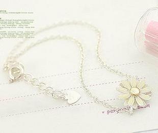 471 Light yellow little daisy bracelet female fashion(China (Mainland))