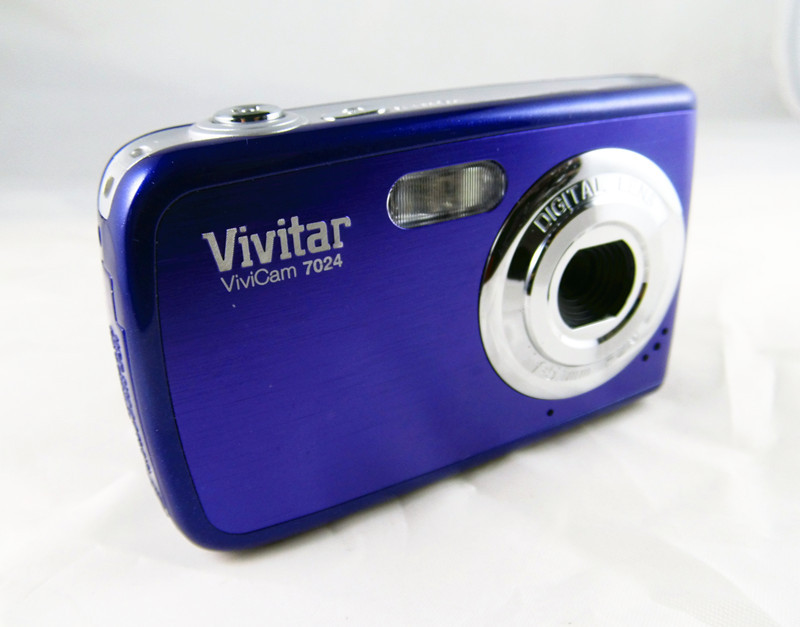 Free Shipping 7.1MP digital camera with 2.4&#39;&#39; screen cheap price original brand Best Christmas gift auto flash+Hot selling(China (Mainland))