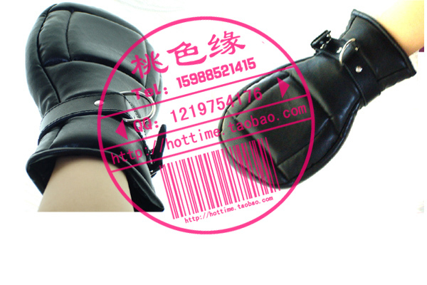 Taste handcuffs boxing gloves sex products thickening lockable dog novelty toy(China (Mainland))
