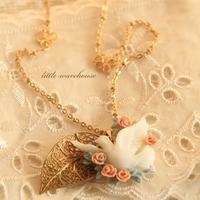 Handmade cutout blade dove resin flower gold four leaf clover vintage long necklace