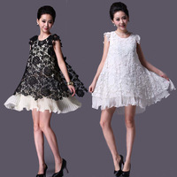 Korean version of spring and summer split Pleated soluble embroidery dress was thin lace dress