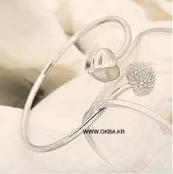 MIN$10 free shipping Factory Price Latest Heart Shape Design Pendant Silver Bangle Women Bracelets Jewelry Wholesale(China (Mainland))