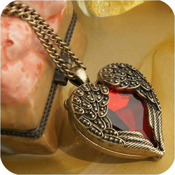 A111 Free Shipping! Min Order $12 Vintage Jewelry Women Wings Multi Facet Red Stone Heart Pendant Necklace(China (Mainland))