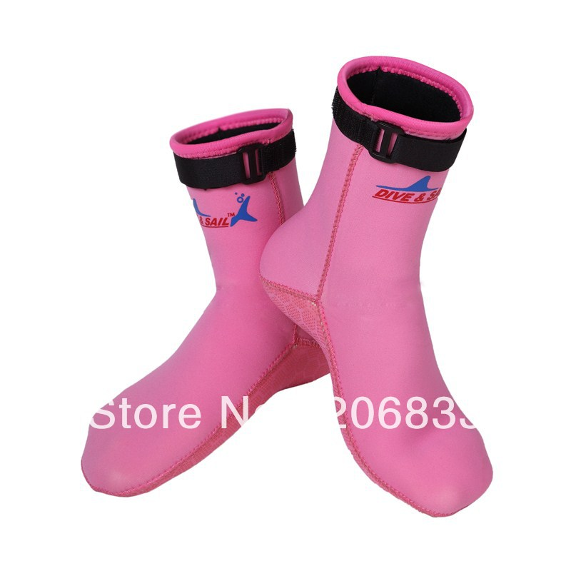 New style 2013 3mm neoprene Swimming ,diving and Surfing socks with two colour(China (Mainland))