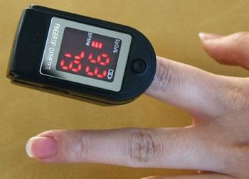 Hot + Free Shipping  2 pcs X Portable OLED Fingertip Pulse Oximeter Spo2 Monitor