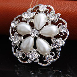Min.order is 10USD,Free shipping 2013 New High Quality Cheap Fashion Hearts Flower Alloy Brooches(China (Mainland))