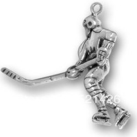 free shipping 50pcs a lot wholesale sport antique silver plated hockey player charms