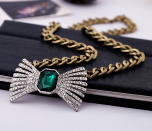 Min.order is $10(mix order) Fashion green crystal hilton full rhinestone bow vintage gold necklace x054(China (Mainland))