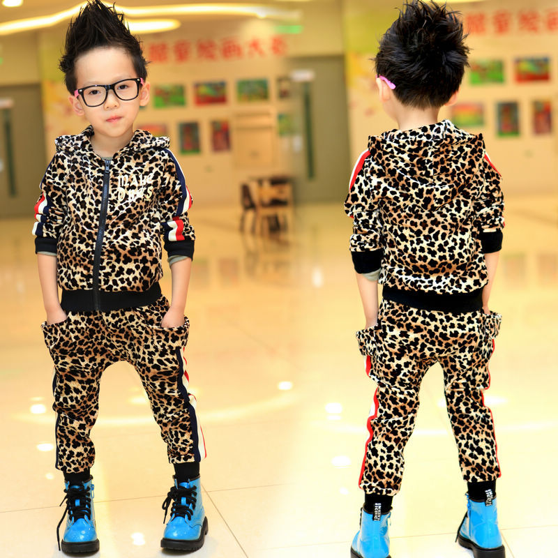 2013 spring children's clothing leopard print velvet set child personality male sports casual sets baby clothes(China (Mainland))