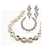 BU--free shipping _  Popular jewelry  Austria  Crystal  SMALL HEART  NECKLACE EARRING   bracelet xj