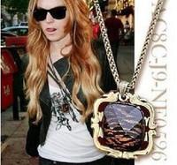 Square tiger necklace b142