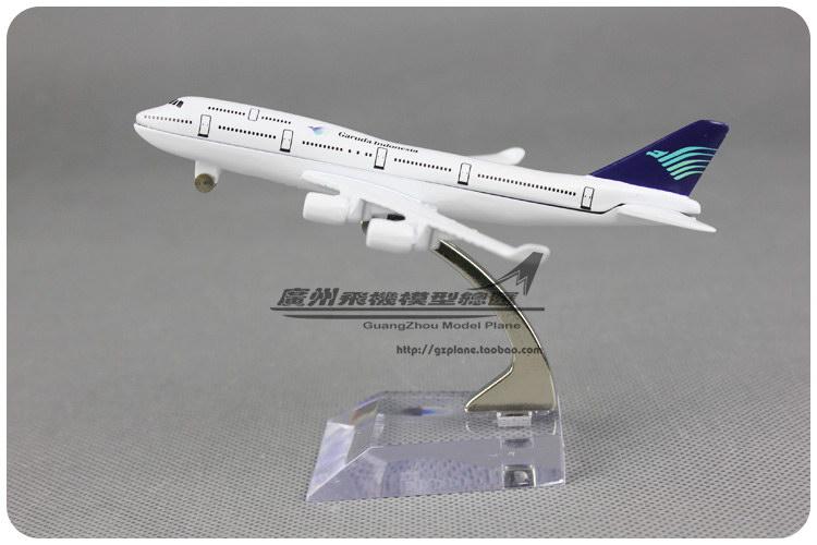 1:600 12cm Airplane Model Garuda Airlines Boeing B747 400 Airways Aircraft Jetliner Alloy Plane Model Diecast Souvenir Vehicle(China (Mainland))