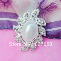 free shipping 100pcs/pack cheap price, fashion pearl brooches with crystals rhinestones, small silver pin, item No.: ART144