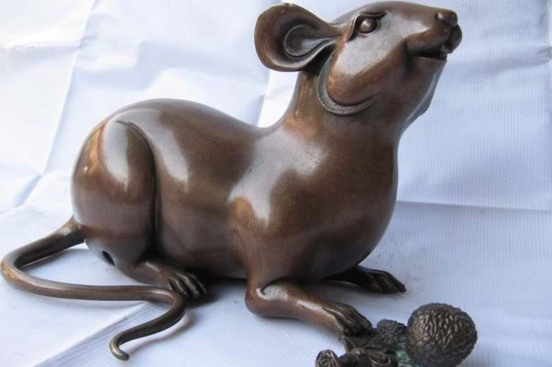 China superb Pure Red Bronze Carved lovely mouse Eat pinecone Statue FREE Shipping(China (Mainland))