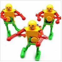 Wind up toy robot toy