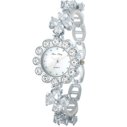 Time four leaf grass women's bracelet watch rhinestone table fashion diamond ladies watch all-match table(China (Mainland))