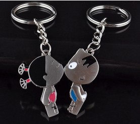 Min.order is $10 (mix order)Kiss small broken child couple key chain key ring gift gift (a price)(China (Mainland))