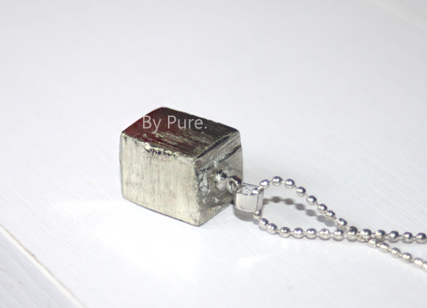 Natural Mineral unique cube necklace Pure manual(China (Mainland))
