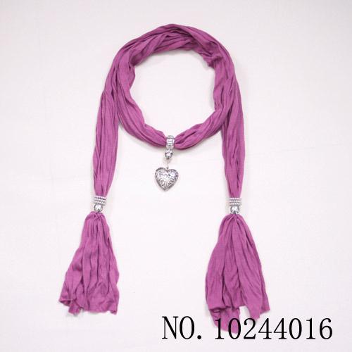 O envio gratuito de 10 pçs/lote 2013 acessórios jóias CCB pingente de coração fiado rayon roll up hem cachecol(China (Mainland))