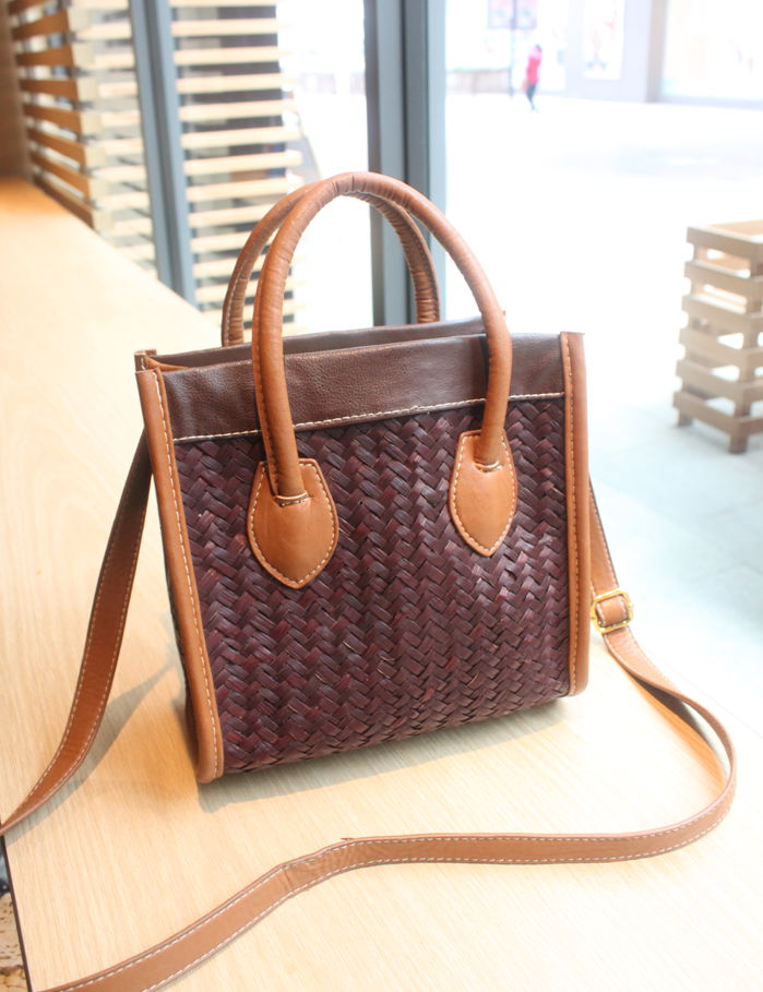 Best discount price 100%guarantee 2013 women's rattan straw braid handbag Small smiley bag laptop messenger bag free shipping(China (Mainland))