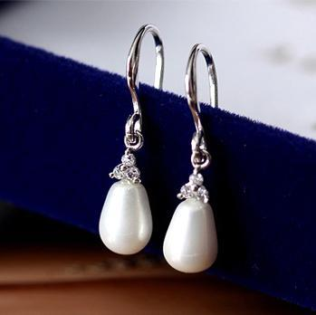 Water drop natural anti-allergic shell beads zircon French small earrings ear hook(China (Mainland))