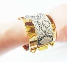 Fashion bangle in gold plating with snake skin, with logo engaved, the bangle can be opened(China (Mainland))