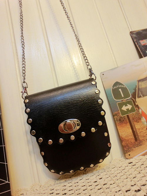 2013 spring and summer punk rivet vintage one shoulder cross-body bag small black quality beautiful mobile phone bag coin purse(China (Mainland))