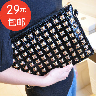 Discount! Hot-selling 2013 rivet punk queen day clutch bag envelope bag shoulder bag Free Shipping(China (Mainland))