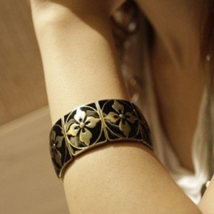 New arrival fashion vintage diamonds four-leaf flower elastic female fashion decoration personality casual wide bracelet(China (Mainland))