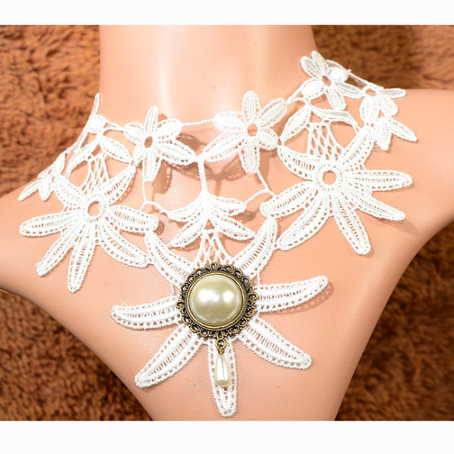 2013 Korean classic fashion hand string hollow necklace with sunflower round white rhinestone female perfect decoration design(China (Mainland))