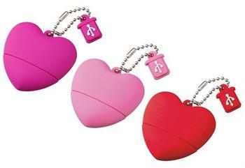 Lovely heart shape PVC USB flash drive.