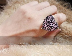 2013 Fashion heart shape resin rhinestone imitation gemstone finger rings wholesale price for female and free shipping(China (Mainland))