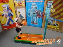 wholsale got discount ,child toy Wound-up tin toys classic collections of nostalgia ms2005 playing basketball(China (Mainland))