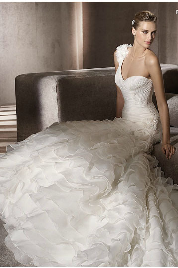 Free shipping 2013 White Sexy Off shoulder bride wedding sweet princess Slim wedding dress pt 170(China (Mainland))